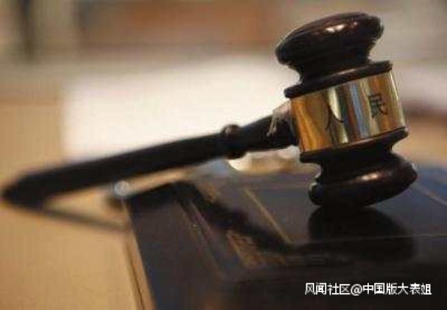 重慶庭審出現戲劇一幕,黑老大當庭指認主訴檢察官是他的保護傘。(取材自微博)