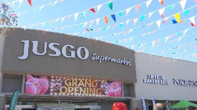 耗時三年,百佳超市開幕。(記者蕭永群/攝影)