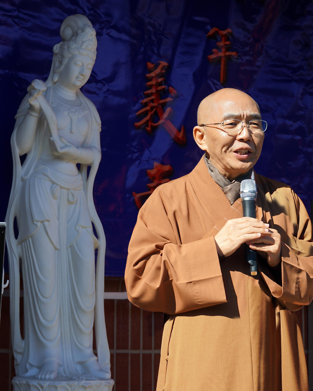 德州佛教會會長宏意法師致辭。(記者賈忠/攝影)