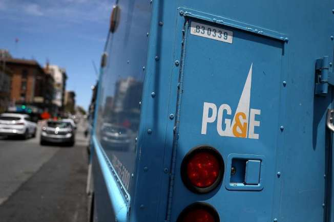 PG&E恐天乾物燥會引發林火,20日將採安全斷電。(Getty Images)
