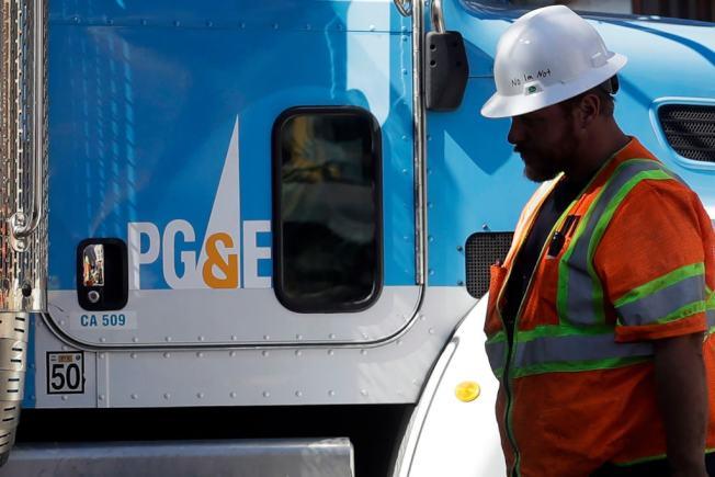PG&E恐天乾物燥會引發林火,20日將採安全斷電。(美聯社)