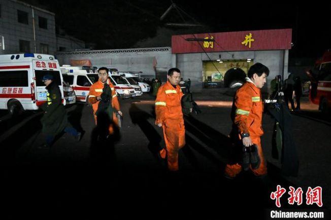 平遙煤礦瓦斯爆炸事故,警消出動救援。(取材自中新網)