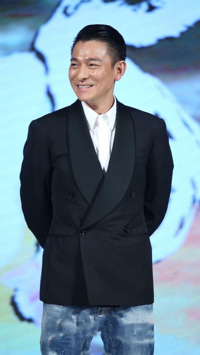 劉德華被爆在片場與年輕演員肖央發生爭執,最後竟是戲中戲情節。(取材自微博)