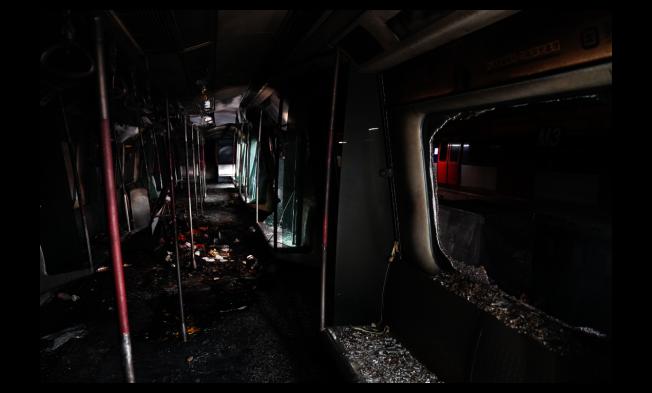 香港公共交通近期遭嚴重破壞,港鐵稱,其中東鐵線大學站損毀尤其嚴重,修復工程近乎重建。(新華社)