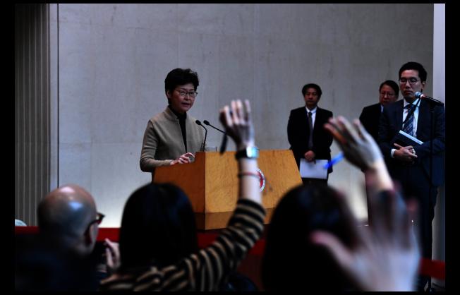 香港特區行政長官林鄭月娥出席行政會議前會見傳媒表示,希望24日的區議會選舉可以安全進行。中通社