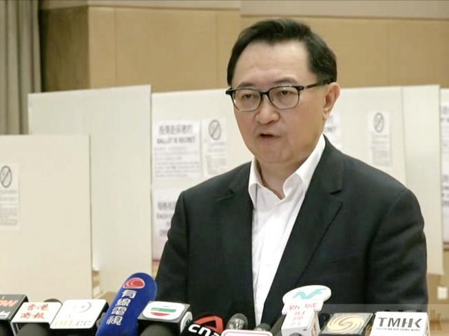 馮驊表示,如果在選舉當日,個別選區的票站不能進行選舉,該選區便會押後一星期至12月1日再舉行投票。(取材自香港電台)