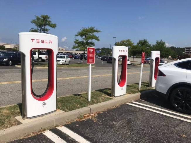 新州州長簽字 鼓勵各市鎮建電動汽車充電站