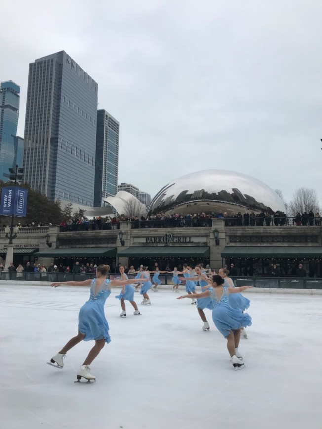 芝加哥密西根大道夾麥狄遜街(Madison St.)間的千禧公園戶外溜冰場,即日起開放到明年3月8日,民眾如果自己攜帶冰刀鞋可免費入場。(林巧璉/攝影)