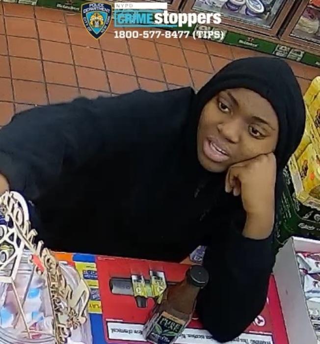 羊頭灣兩名女子涉嫌搶劫亞裔經營雜貨店。圖為被通緝的西語裔女子。(市警提供)