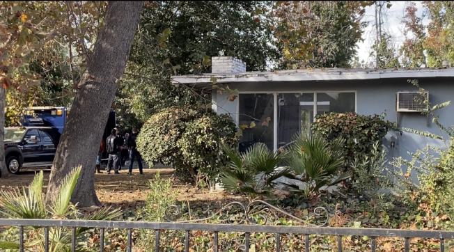 根據房地產交易信息,爆炸住宅為前後屋,市場估價為124萬,該棟住宅房產登記在一名L姓的華裔居民名下。(記者謝雨珊/攝影)