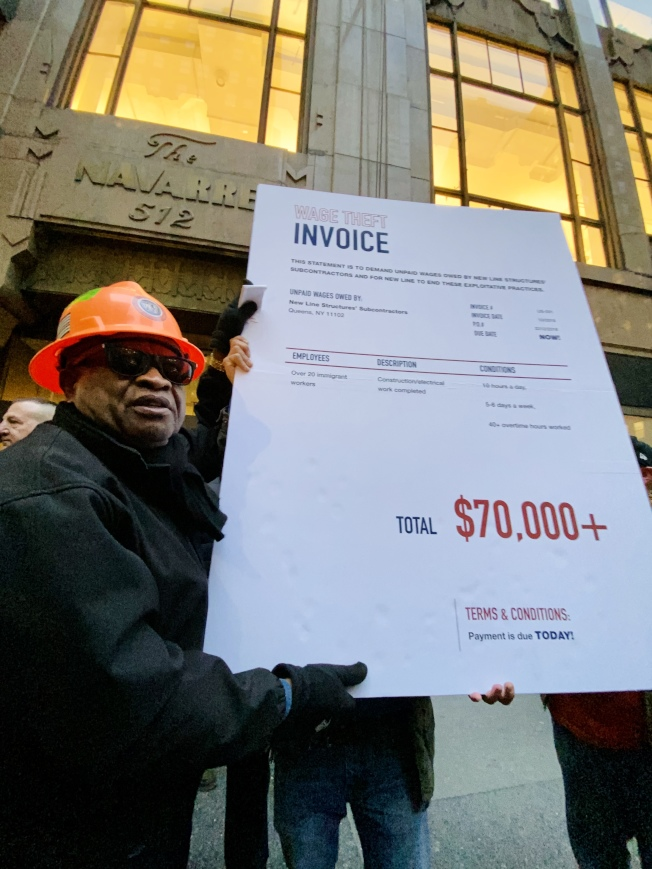 移民工要求公司支付承包商拖欠20多位工人一年的7萬元費用。(記者鄭怡嫣/攝影)