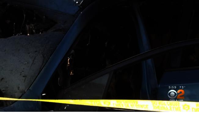 好心市民將車上人員救出。(CBS視頻截圖)