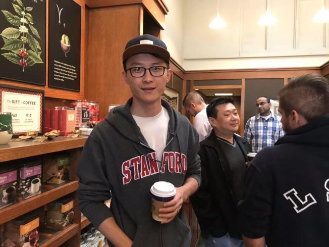軟件工程師張先生幾乎每天都到Peet's 咖啡消費。(記者梁雨辰/攝影)