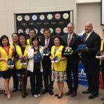 內陸華人聯誼會 捐贈學生4千雙鞋