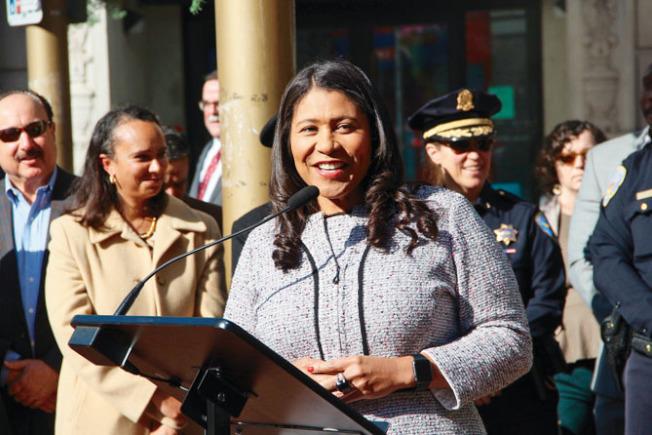 市長布里德連同眾多市府官員宣布加大力度保持城市清潔。(記者李晗╱攝影)