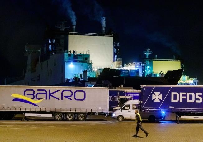 發現偷渡客後,這艘貨船馬上駛回荷蘭鹿特丹附近的佛拉丁根港。(歐新社)