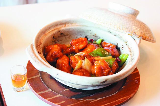 左宗棠雞煲。(圖:台灣新莊翰品酒店福明廳提供)