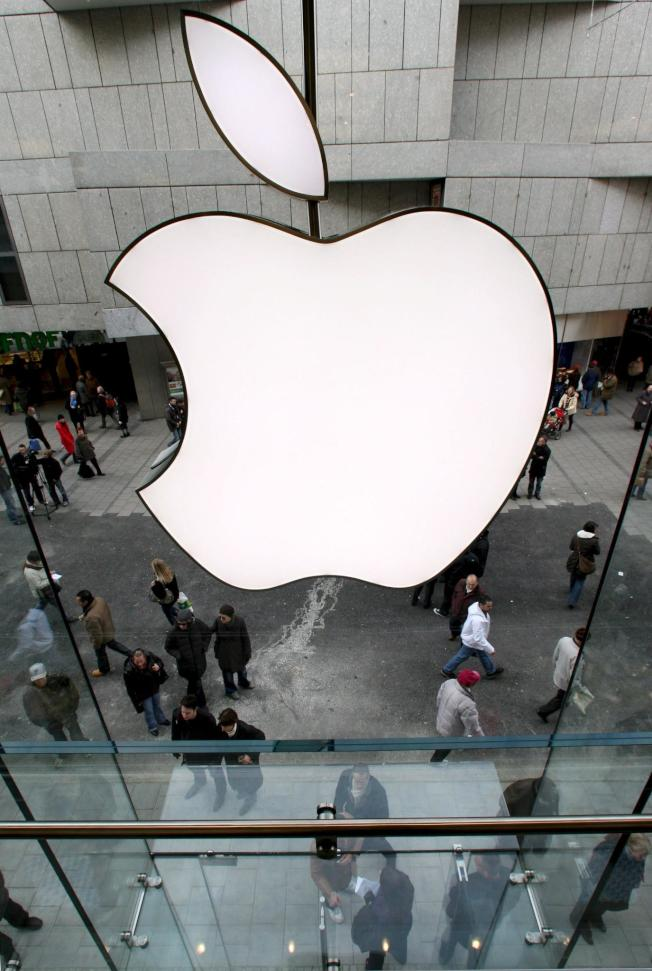 自從iOS 13於9月上線後,2個月以來蘋果共推出8次iOS 13系列軟體更新,修復各種錯誤。(歐新社)