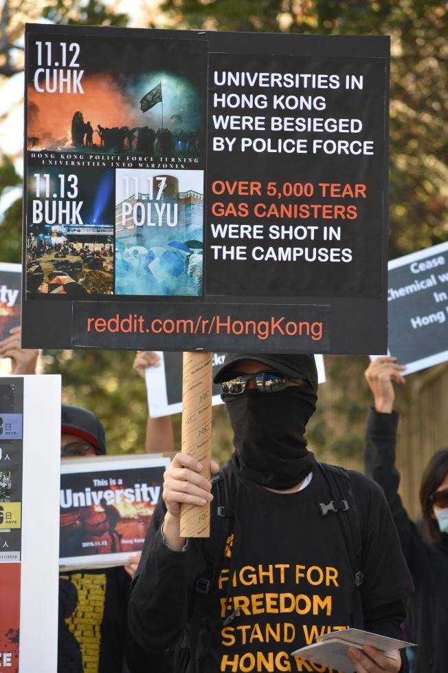 連日來香港警察進入中大及理大兩所大學鎮壓,促使聯邦參院加快通過香港人權及民主法案。(記者李秀蘭/攝影)