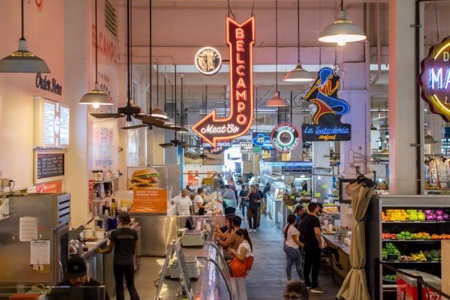洛杉磯市中心夜生活豐富多彩。圖為美食街。(Perla提供)