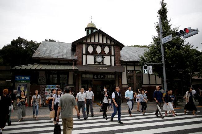 有95年歷史的東京原宿車站,將在明年東京奧運結束後拆除,改以緊鄰的新站取代。(路透)