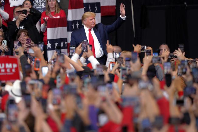 美國總統川普14日參加在路易斯安那州Bossier City的競選集會。  美聯社