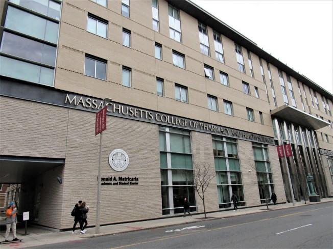 根據新公布的研究,麻州藥學及健康學院(MCPHS )是麻州教育投資長期收益最佳的大學。(記者唐嘉麗/攝影)
