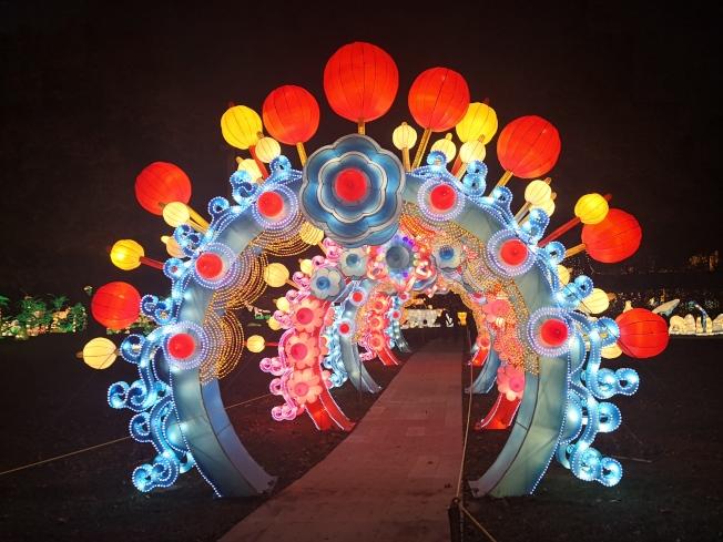 紐約冬季燈展上的拱門。(記者黃伊奕/攝影)