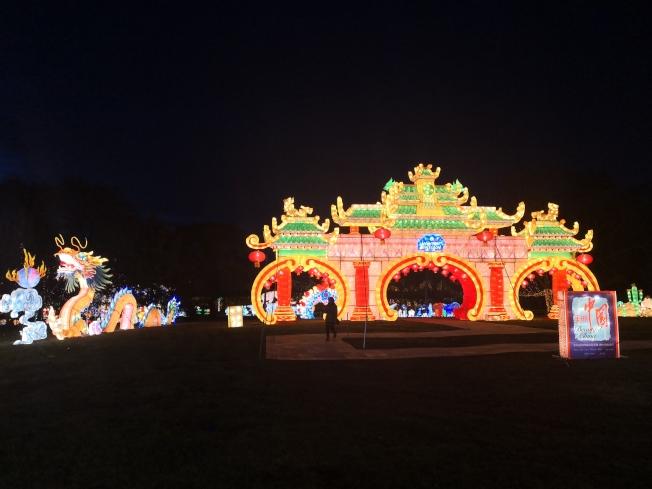 紐約冬季燈展上的大型牌樓彩燈。(記者黃伊奕/攝影)