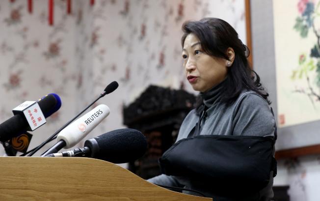 律政司向香港高等法院提交「建議命令」,希望法庭暫緩執行裁決,讓《禁蒙面法》繼續生效。律政司長鄭若驊表示,要尊重法治及相信司法獨立。(路透)