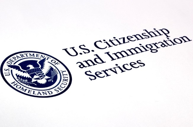 EB-5投資移民等待時間漫長,越來越多人轉向申請L-1A「跨國公司高級行政人員或高級經理」工作簽證, 再通過EB-1C「跨國公司高管移民」申請美國綠卡。(網絡資料圖)