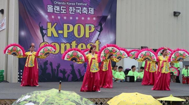2019第四屆奧蘭多韓國節傳統舞蹈表演之一扇舞。(劉程驥提供)