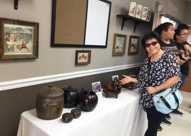 2019第四屆奧蘭多韓國節活動現場之一,展示韓國文物,木雕、陶器和畫等。(記者陳文迪/攝影)