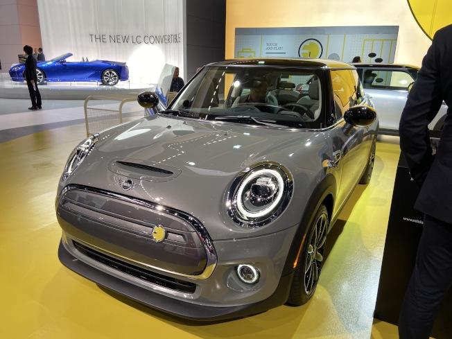 寶馬迷你(Mini Cooper) 今年推出首款純電動車 Mini Electric。(記者謝雨珊/攝影)