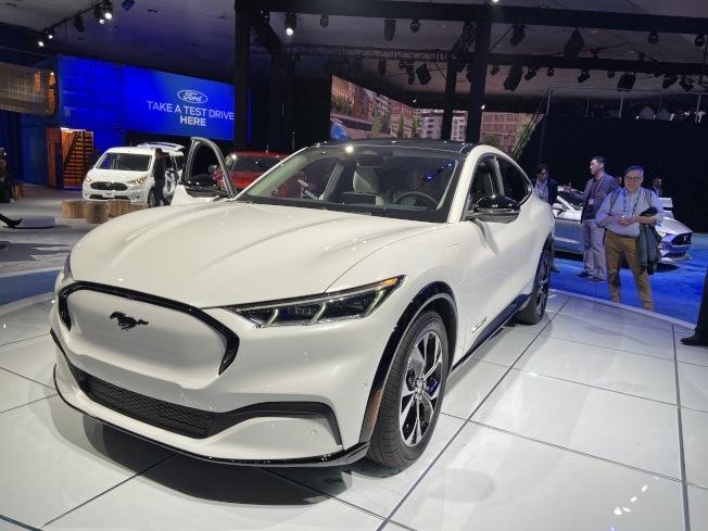 福特野馬(Mustang) 今年推出首輛全電動多功能休旅車Mustang Mach E。充一次電可跑230哩到300哩。(記者謝雨珊/攝影)
