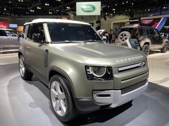 Land Rover 推出全新版的Defender小型SUV,顏色相當有質感。(記者謝雨珊/攝影)
