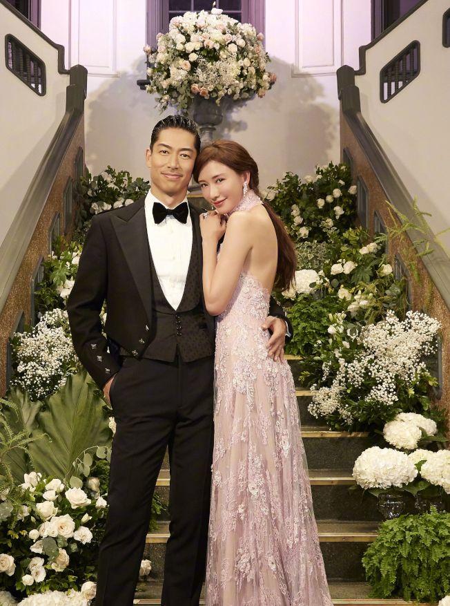 林志玲曬出婚禮現場的照片,滿是濃濃愛意。(取材自微博)