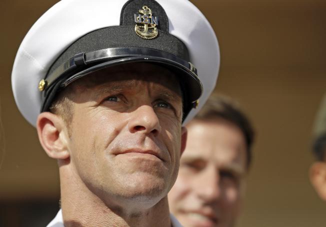 剛獲川普總統恢復軍階的海軍海豹突擊隊員加爾拉格爾,面臨海軍想把他逐出海豹部隊(SEAL)的情況。(美聯社)