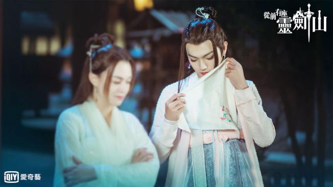 許凱(右)女裝首次亮相,張榕容誇他「萌妹子」 。(圖:愛奇藝台灣站提供)
