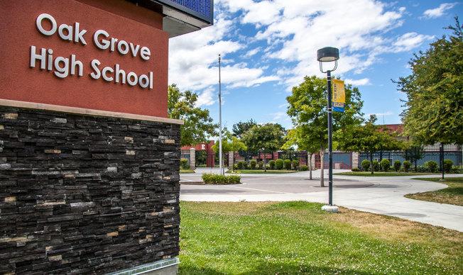 發現炸彈的聖荷西橡林高中。(取自推特)
