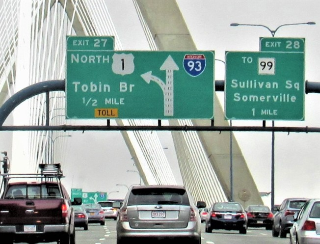 麻州目前按順序編排的高速公路出口號碼,將全面改換以哩程數編號。(記者唐嘉麗/攝影)