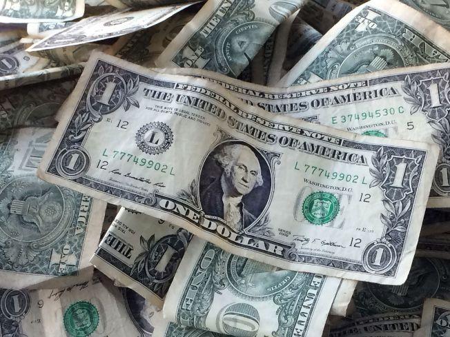 美元周四普遍走高。路透