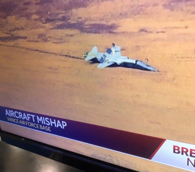 美國空軍兩架T-38教練機於當地時間21日早上9時失事。截自推特(@Maggie Carlo)