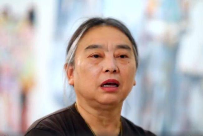 劉虹有些作品帶有明顯的政治性。(視頻截圖)