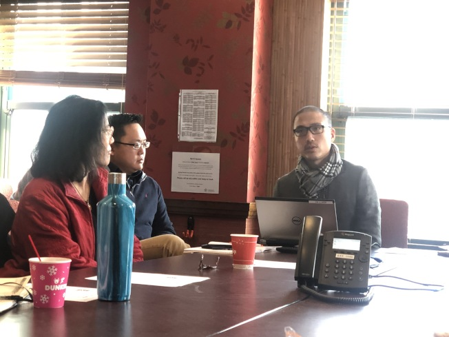 波士頓華埠社區中心執行主任李隆華介紹該中心參與亞裔賭博問題研究。(記者劉晨懿之/攝影)