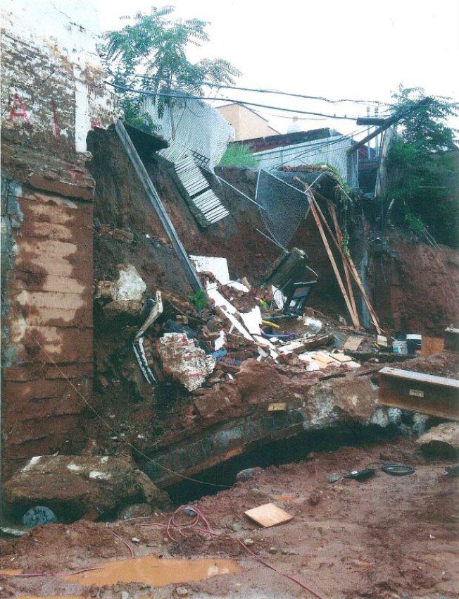 死者被坍塌的承重牆壓死。(布碌崙檢察官辦公室提供)