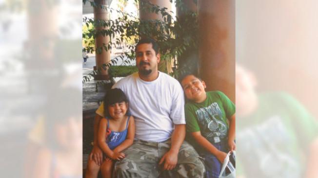 委內瑞拉生前與一對兒女合影。(家人提供)
