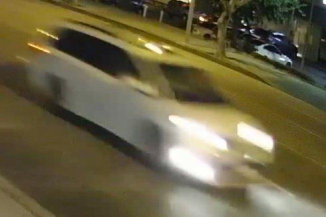 警方尋找的白色迷你廂型車。(監視器畫面)