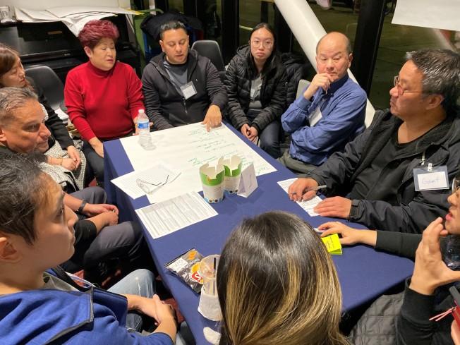 20日晚間的治安互動討論會,華裔出席十分踴躍。(特派員黃惠玲/攝影)