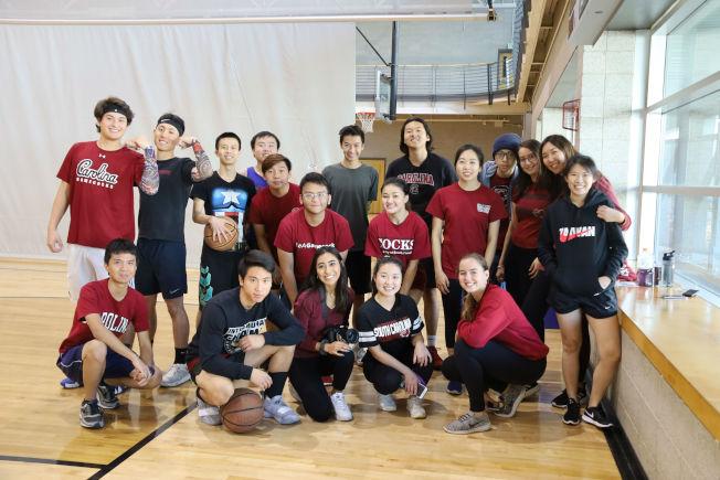 南卡大學學生參賽陣容,右後二為會長Nikki Chen。(記者陳淑玲/攝影)